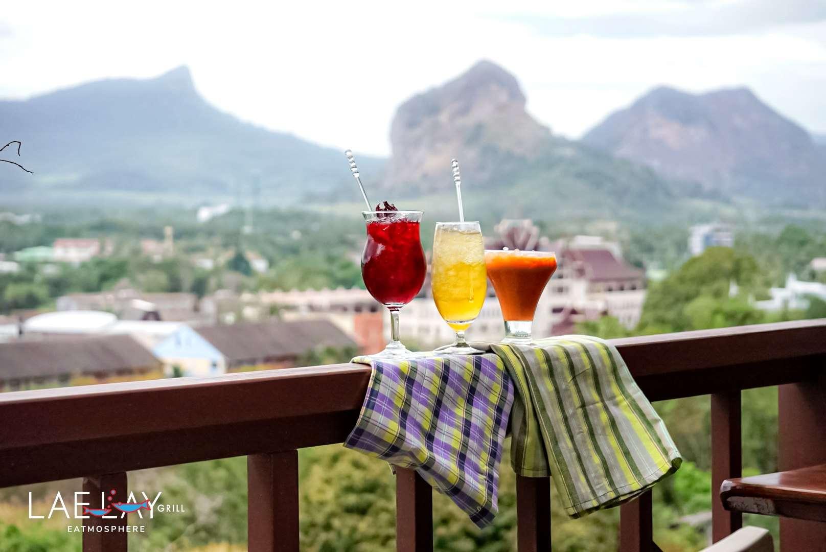 Verschillende cocktails bij Lae Lay Grill (een van de beste restaurants van Ao Nang)