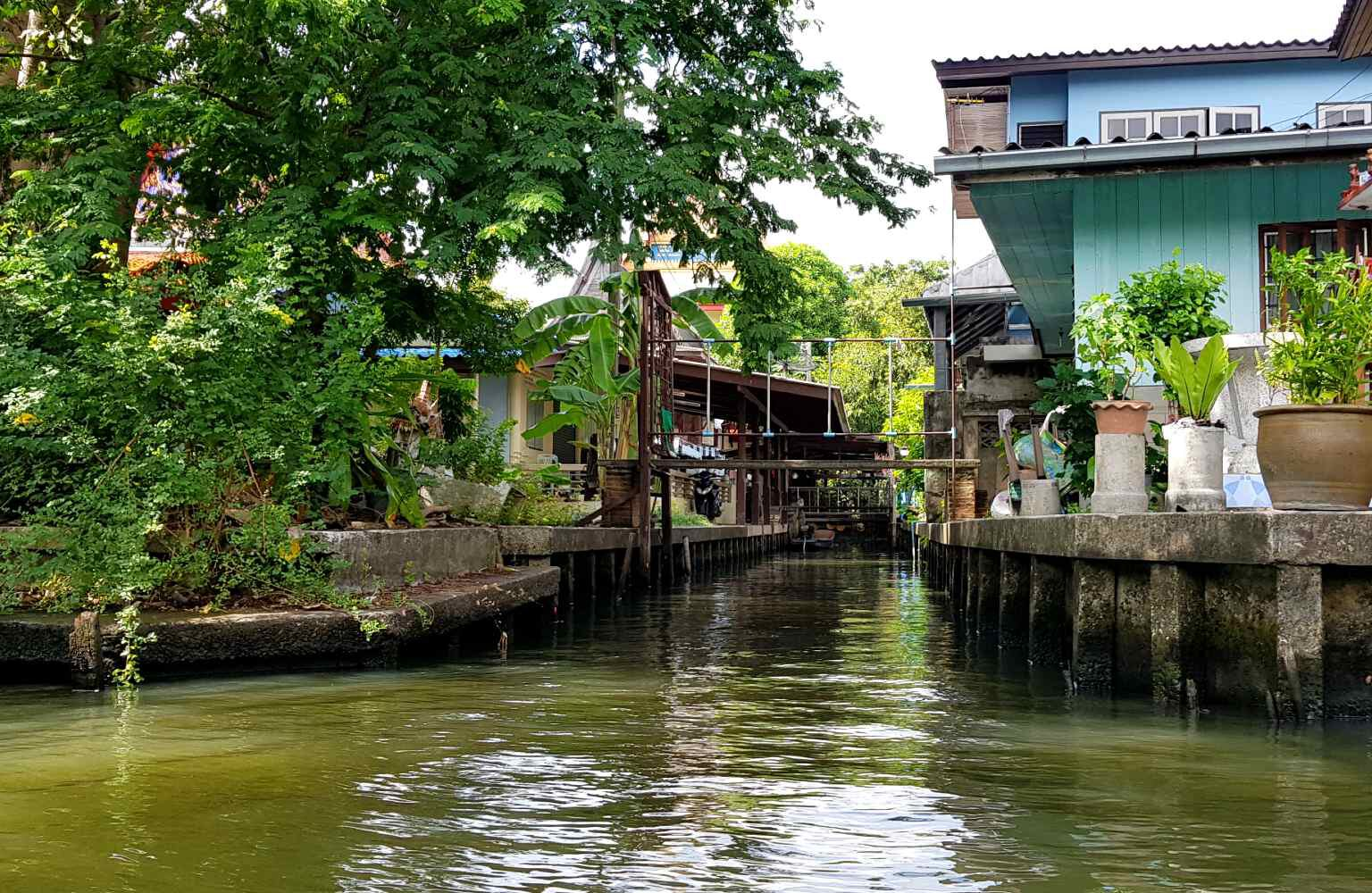 Smal kanaal in Bangkok