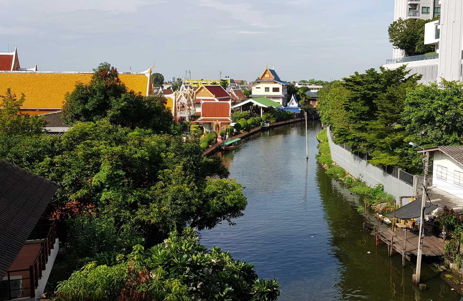 Smalle rivier in het oude Bangkok