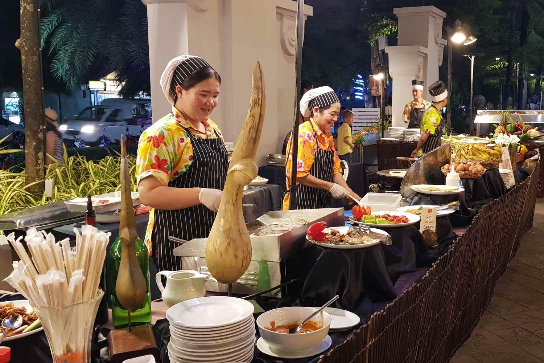 Het Ao Nang Buffet van het restaurant van het Avani Ao Nang Cliff Krabi Resort