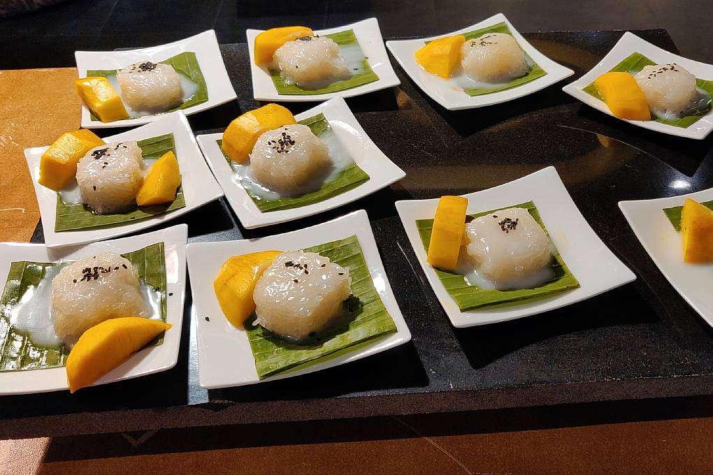 Mango Sticky Rice in het Ao Nang Buffet restaurant van het Avani Ao Nang Cliff Krabi Resort
