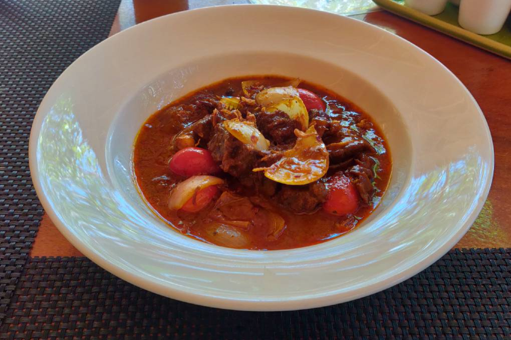 Massaman beef in de Andaman Beach Club