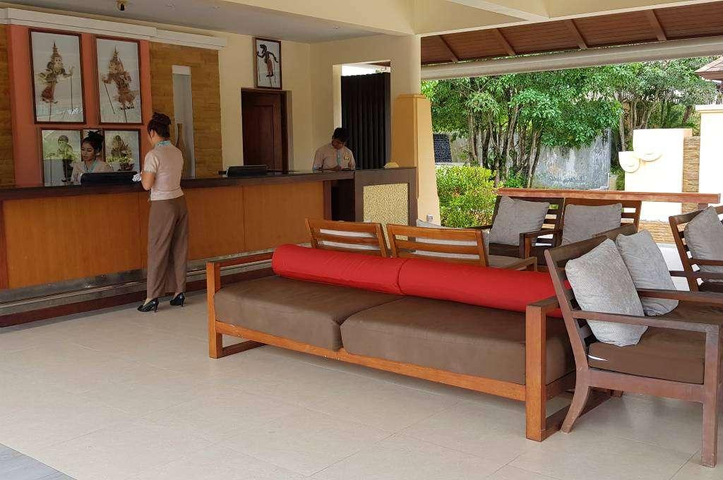 De receptie van het Avani Ao Nang Cliff Krabi Resort