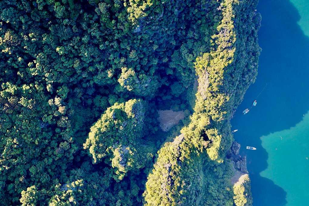 Emerald Cave ( Tham Morakot) van bovenaf