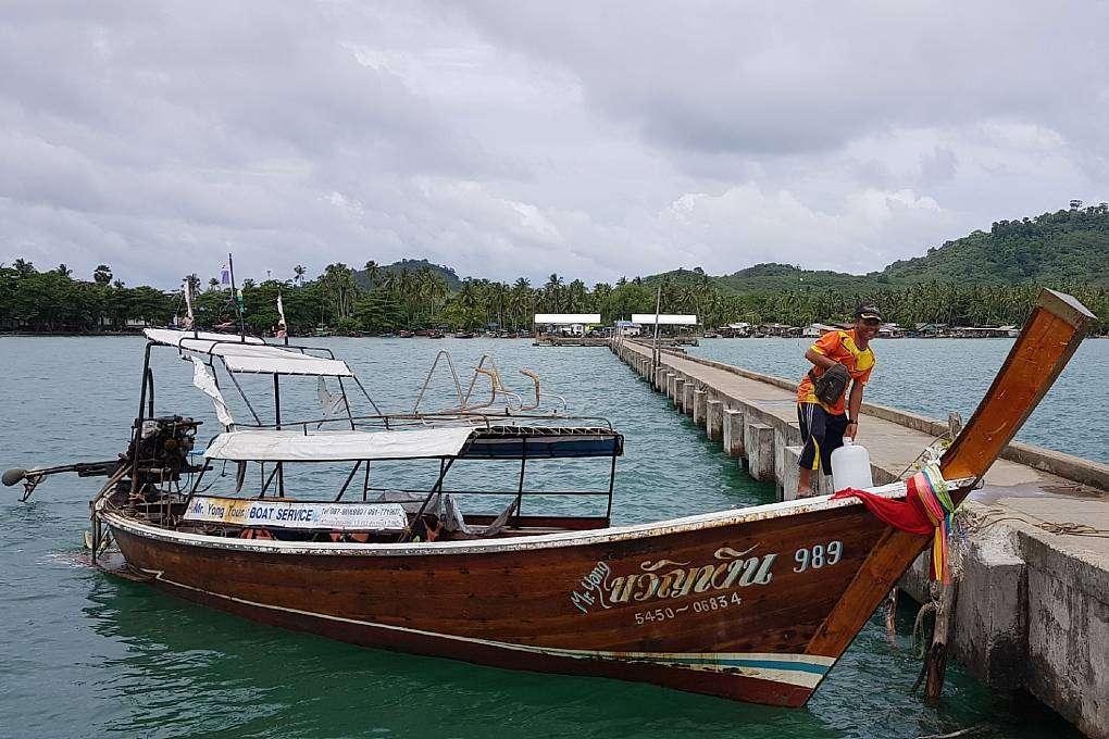 Longtailboot bij de Koh Mook Pier
