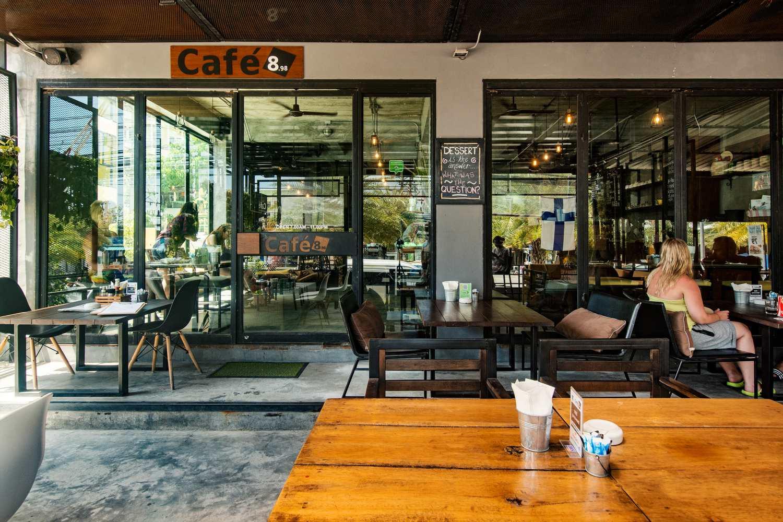 De voorkant van Cafe 8.98 (een van de beste restaurants van Ao Nang)