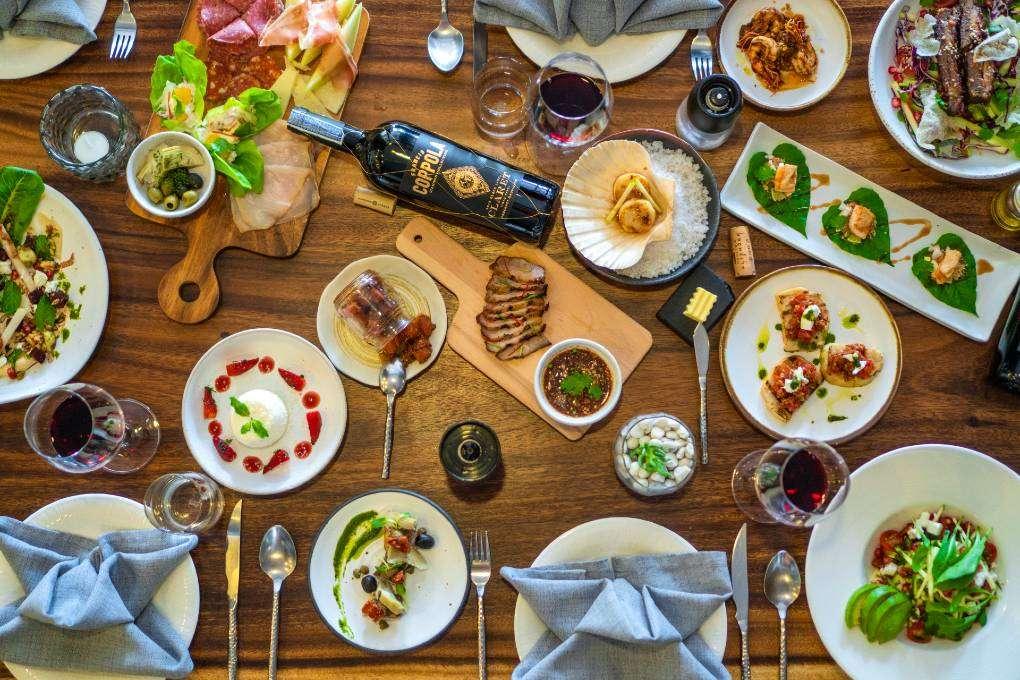 Aan tafel bij Jenna's Bistro & Wine (een van de beste restaurants van Ao Nang)