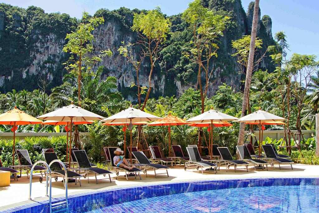 Swimming pool of the Ibis Styes Krabi Ao Nang (one of the best hotels in Ao Nang)