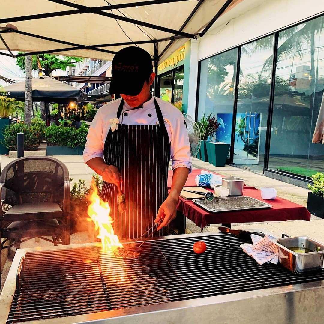 Vlees van de grill bij Jenna's Bistro & Wine (een van de beste restaurants van Ao Nang)