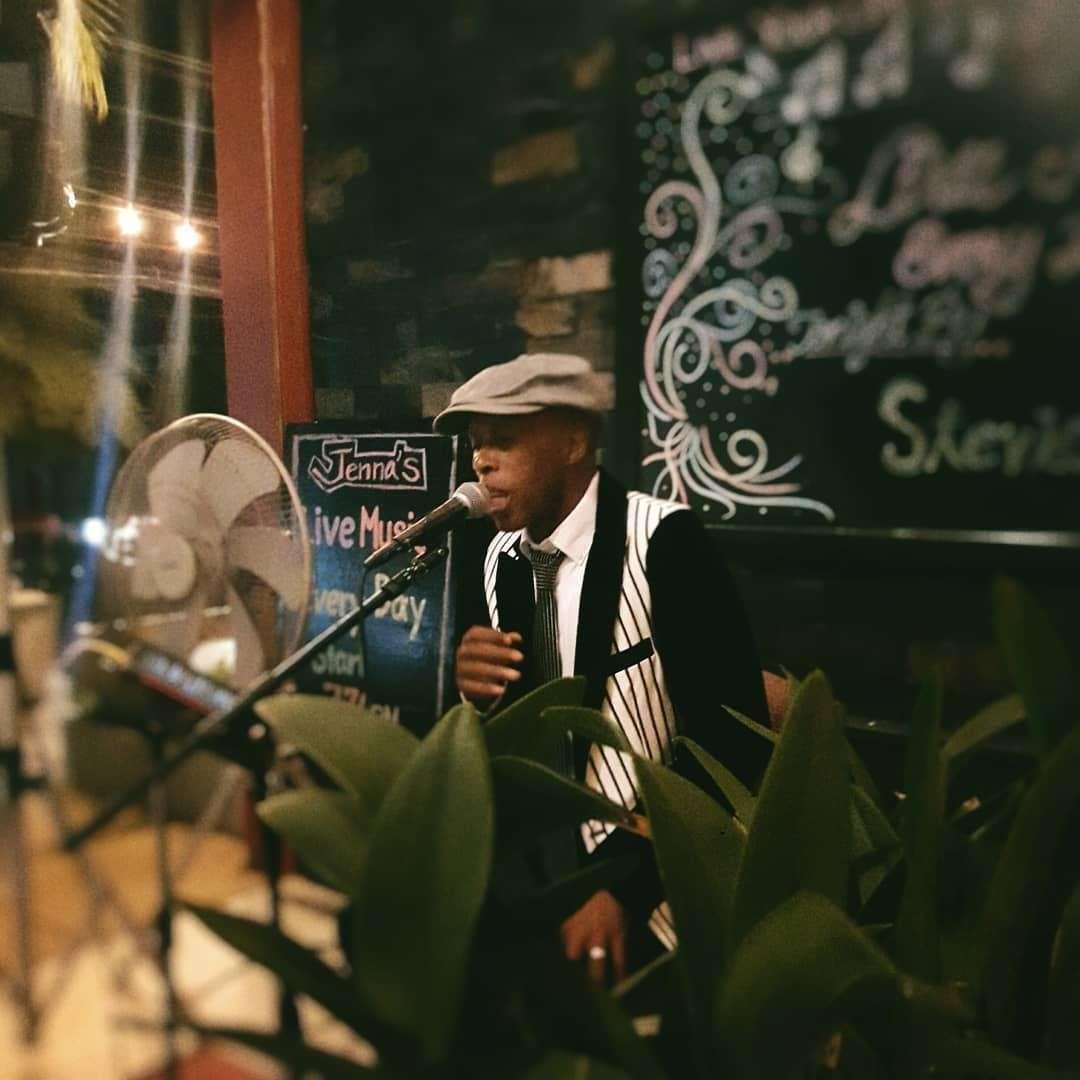 Live muziek bij Jenna's Bistro & Wine (een van de beste restaurants van Ao Nang)
