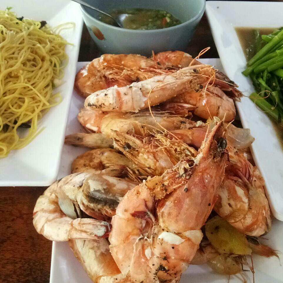Gebakken garnalen bij Hilltop Restaurant (een van de beste restaurants van Koh Mook)