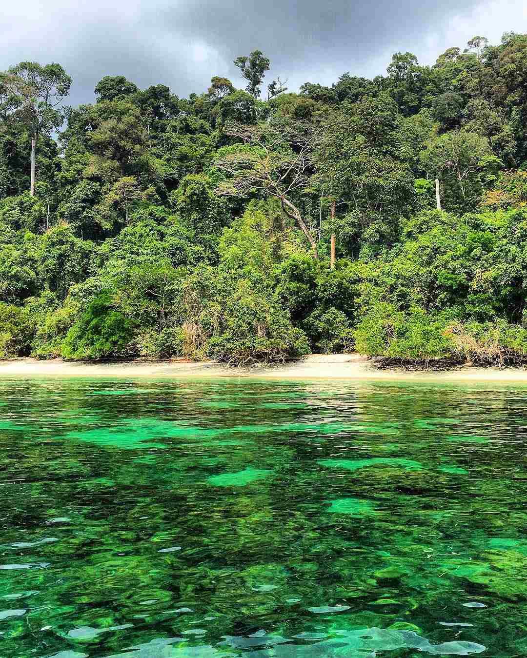 Groenblauw water in het Tarutao National Park
