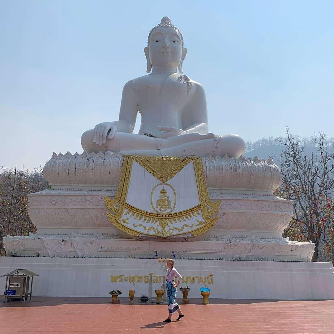 Temple on the Hill en Big White Buddha van Pai