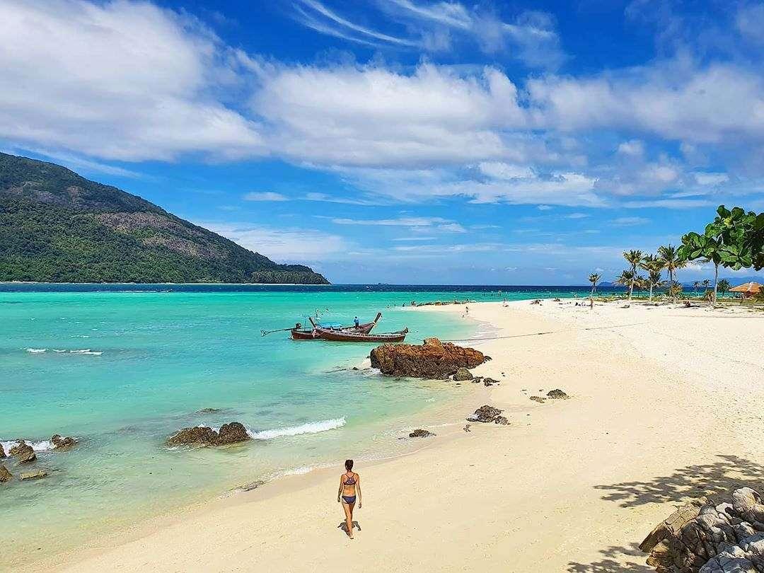 Strand en zee van koh lipe