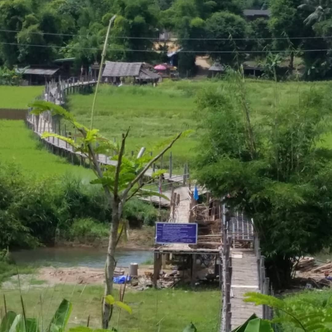 Brug over kleine stroming in Pai