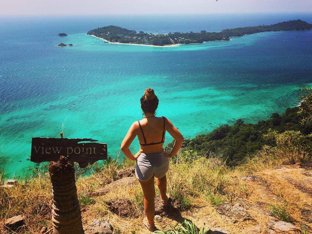 Viewpoint uitkijkende op Koh Lipe in de verte in het Tarutao National Park