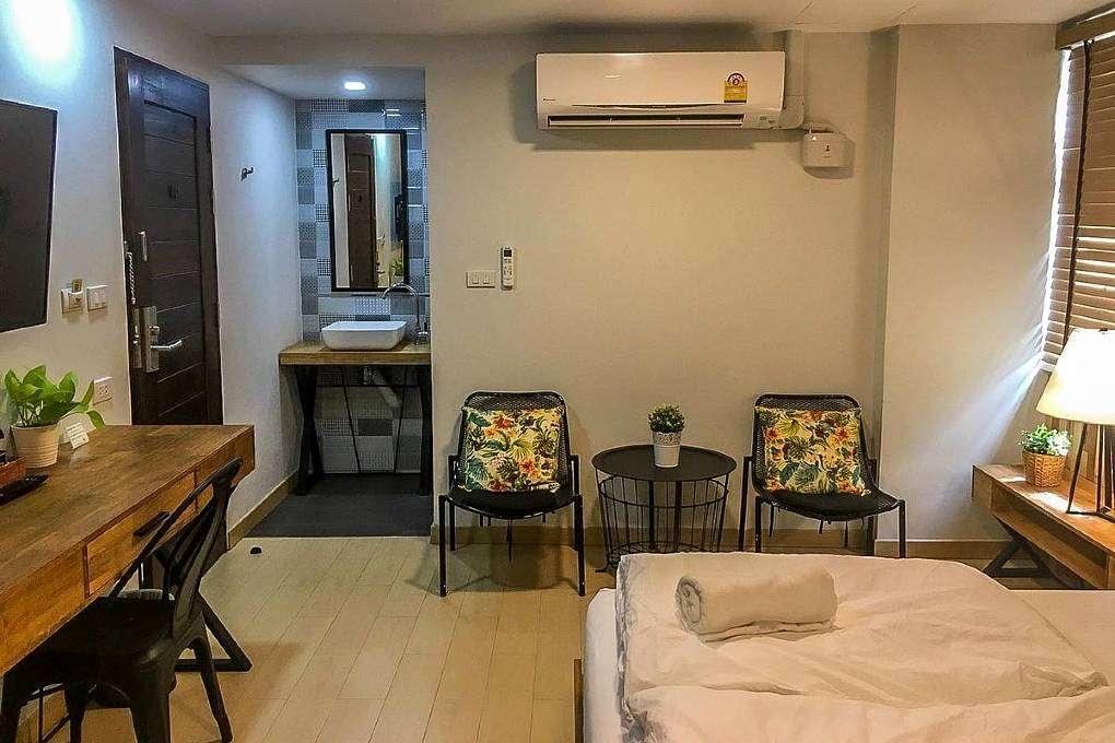 Bangkok Saran Poshtel - Hotel room with air conditioning by the river