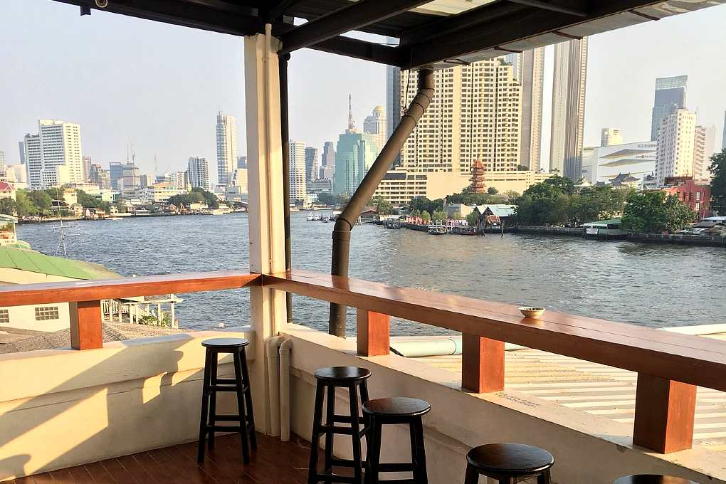 Hostel overlooking the river of Bangkok