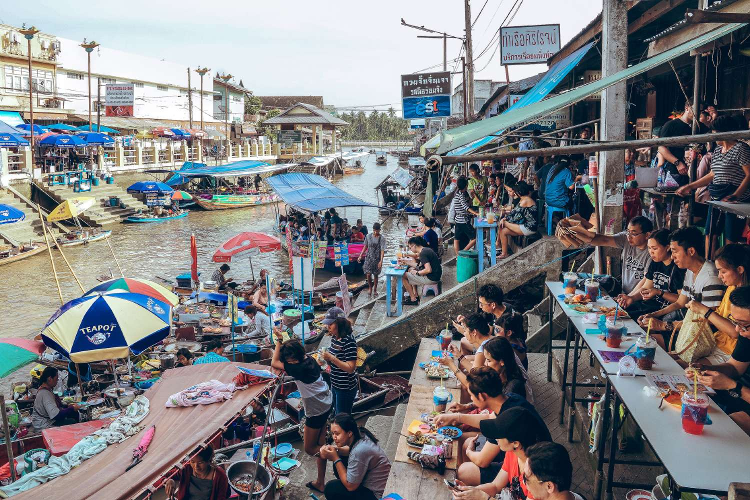 Good food at the banks of the Amphawa Floating Marketing in Bangkok