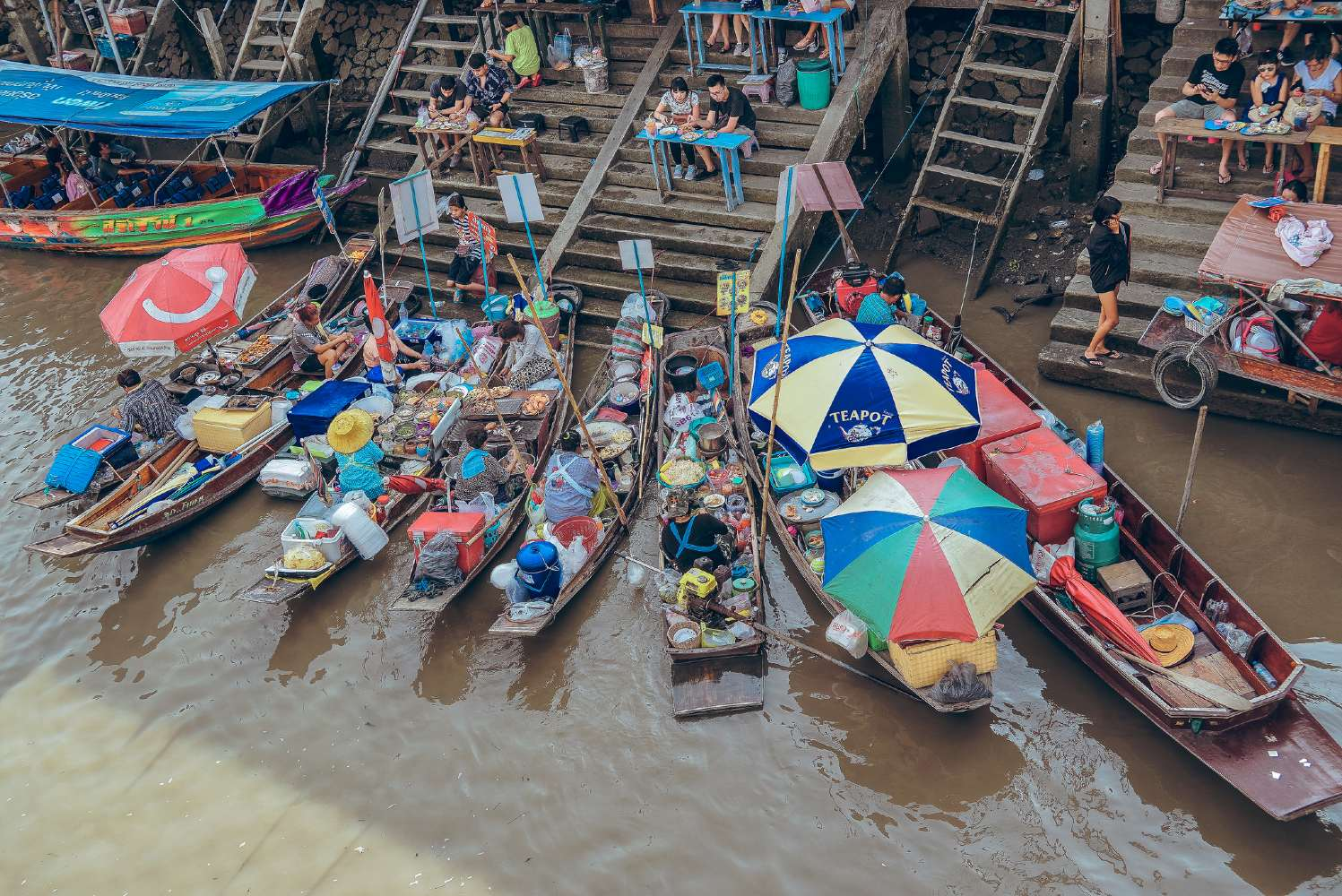 Cooking on small boats on the river at the Amphawa Floating Market in Bangkok