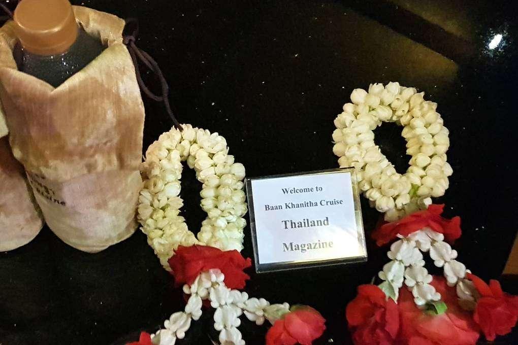 Phuang Malai als geschenk voor goed geluk tijdens de Baan Khanitha Cruise in Bangkok