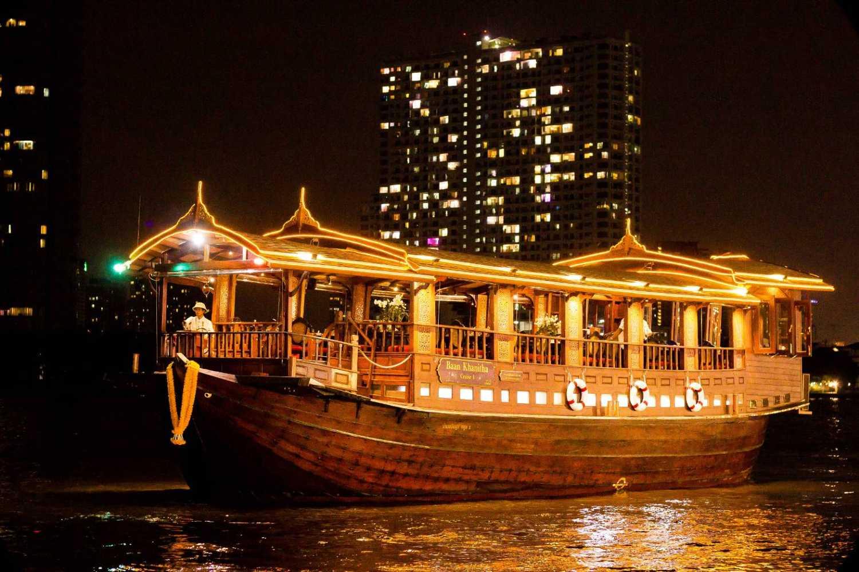 Het antieke schip tijdens de Baan Khanitha Cruise