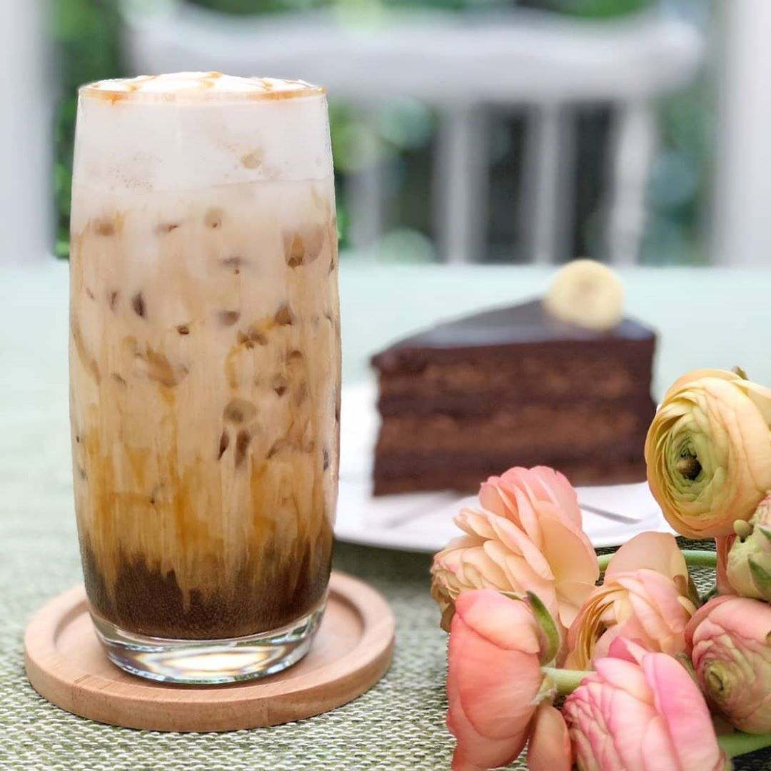 iced coffee with chocolate cake at Chan & Yupa on Sukhumvit 10 (one of the best restaurants in the Nana area)