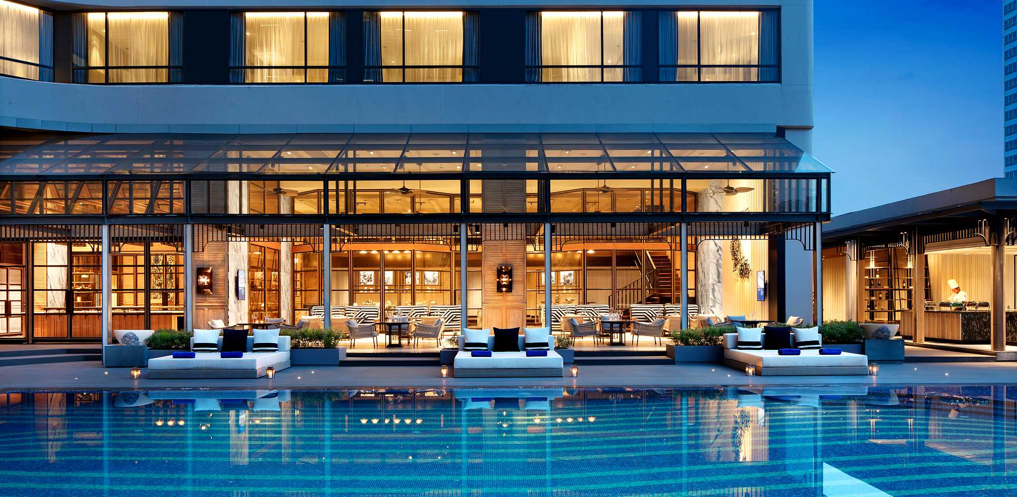 the pool of the Marriott Marquise Bangkok