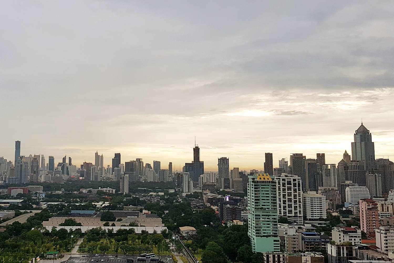 Uitzicht vanaf Long Table over de skyline van Bangkok