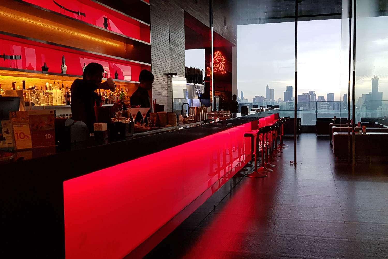 De bar van Long Table in Bangkok