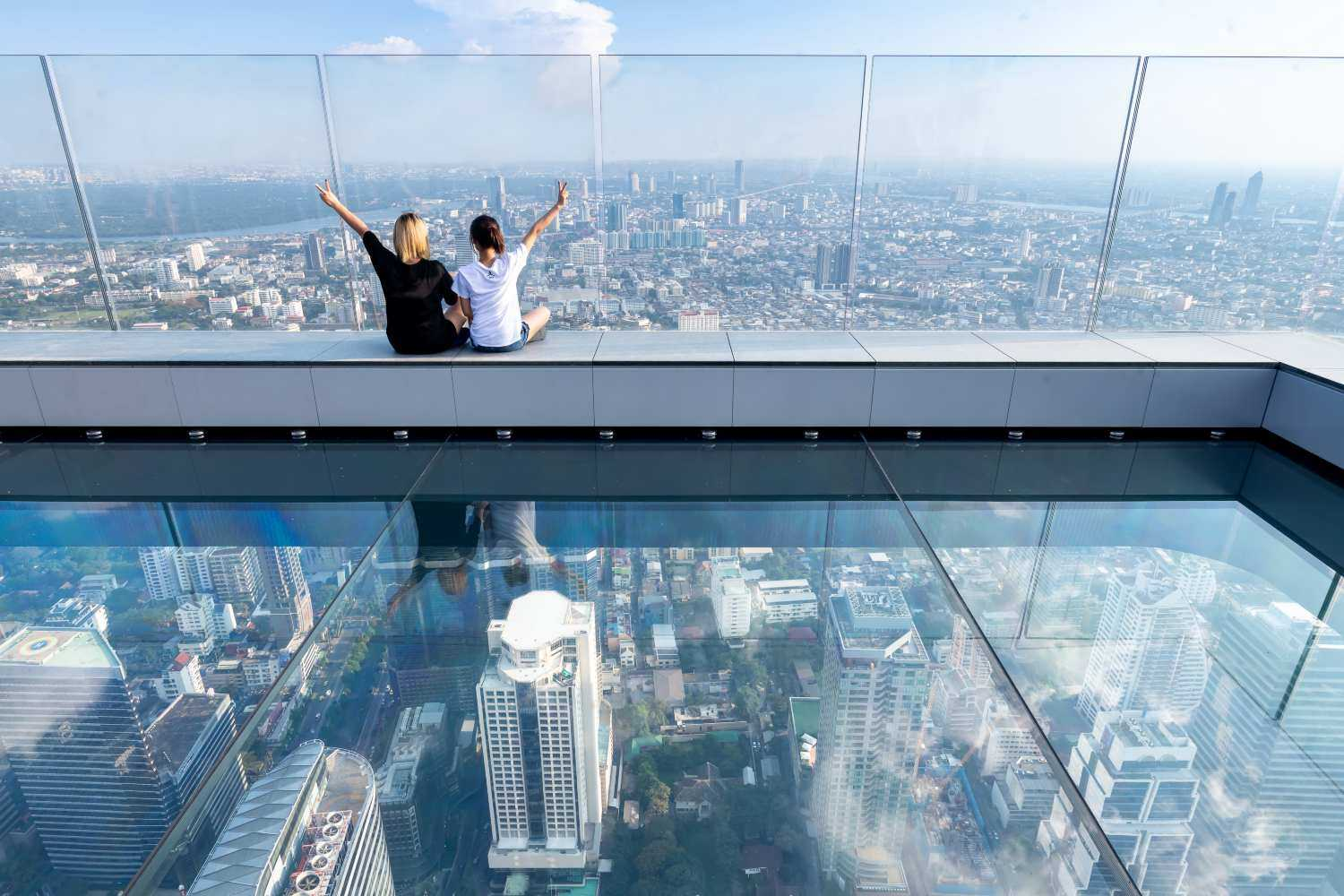 De SkyWalk van het King power Mahanakhon gebouw in Bangkok