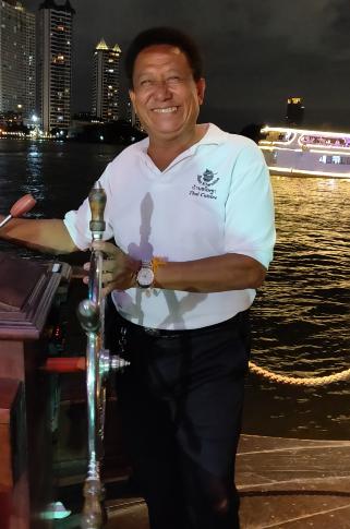 De kapitein van de Baan Khanitha Cruise