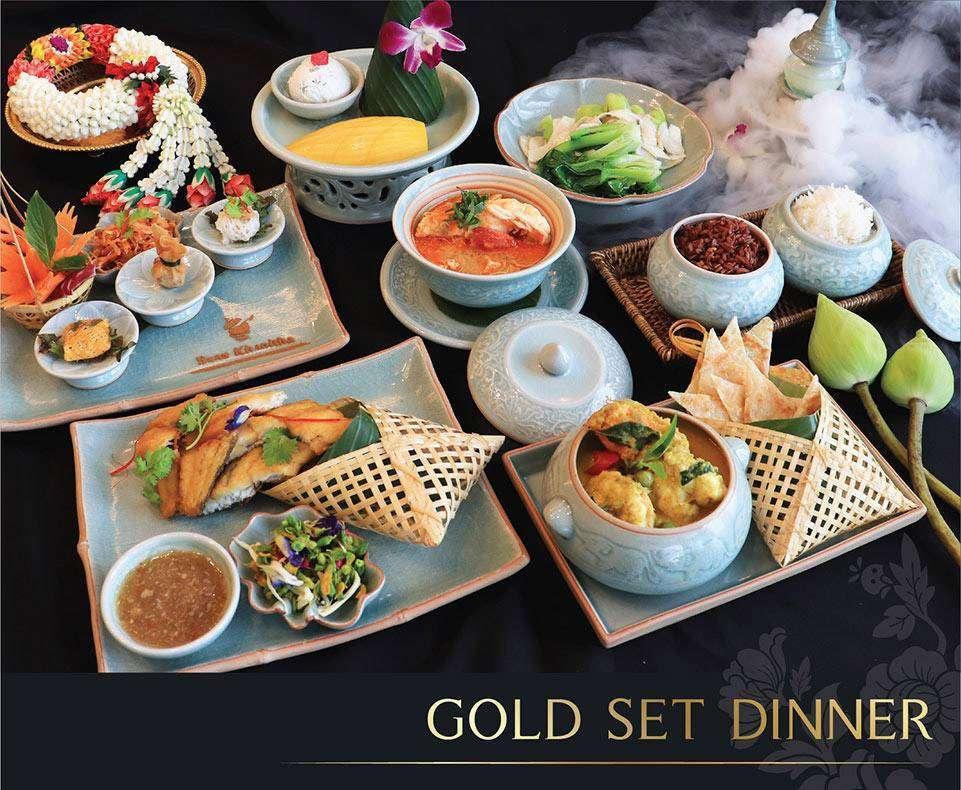 Foto van het menu van de Gold Set Diner tijdens de Baan Khanitha Cruise