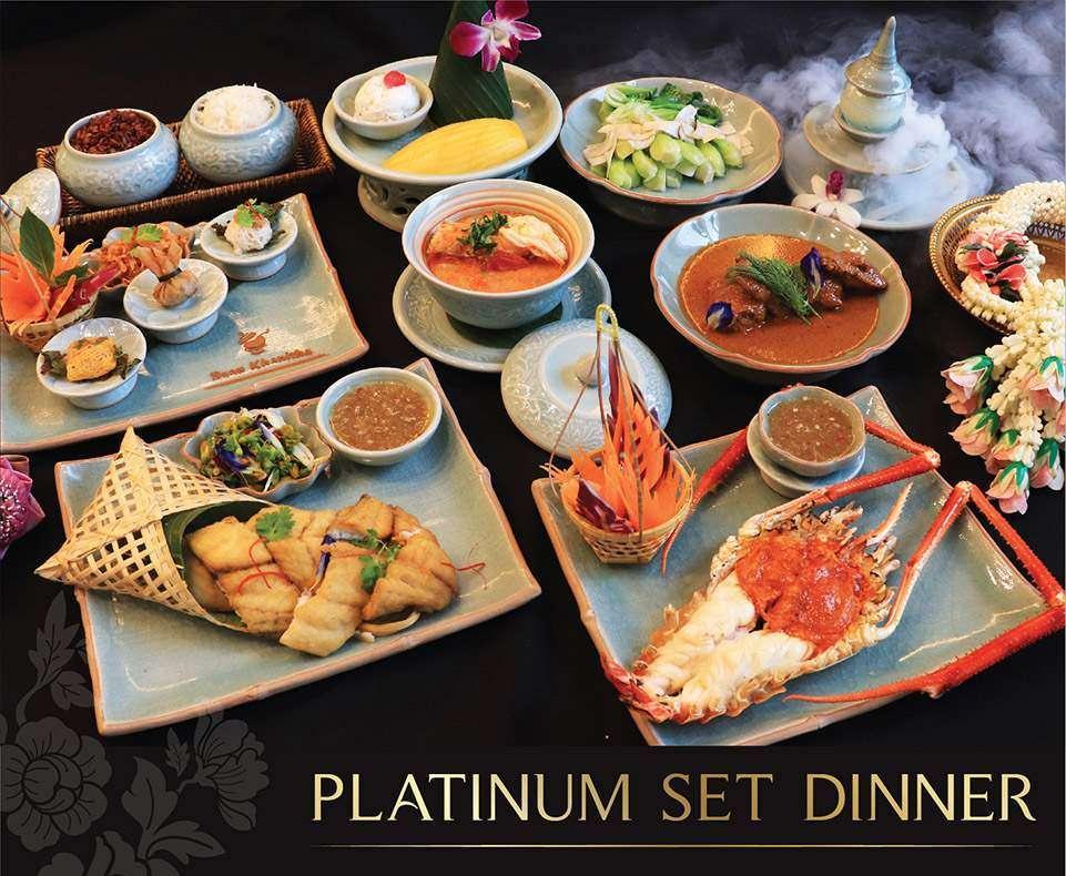 Foto van het menu van de Platinum Set Diner tijdens de Baan Khanitha Cruise
