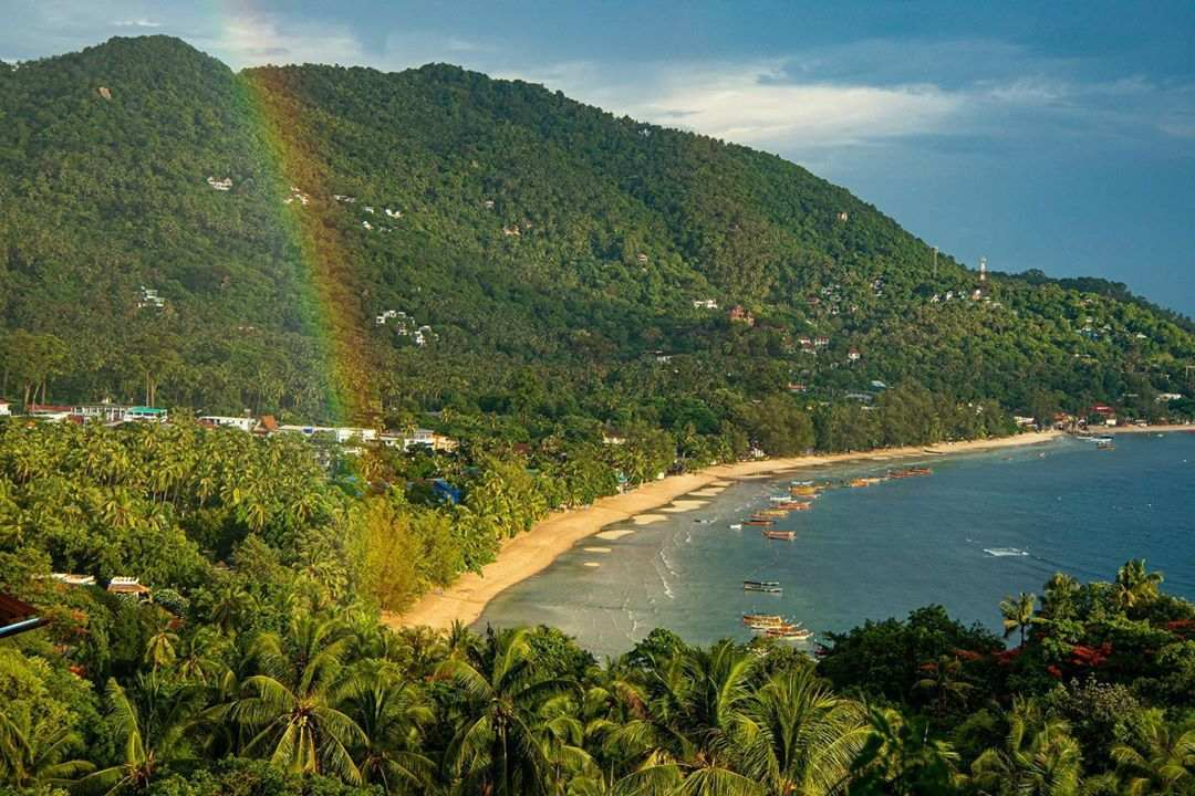 Regenboog gezien vanaf Mango Viewpoint op Koh Tao