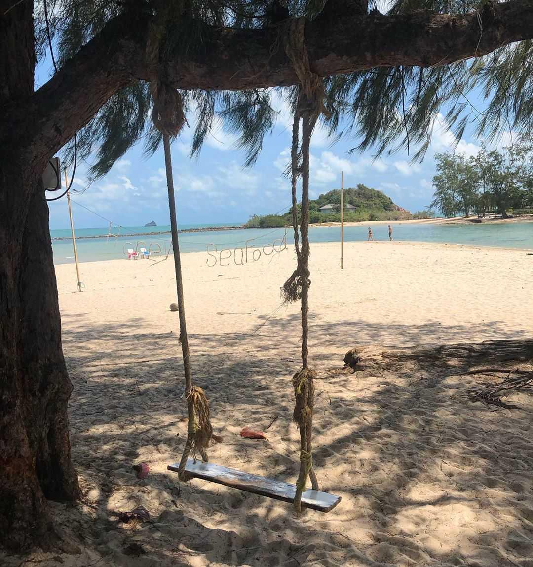 schommel op een strand van koh samui