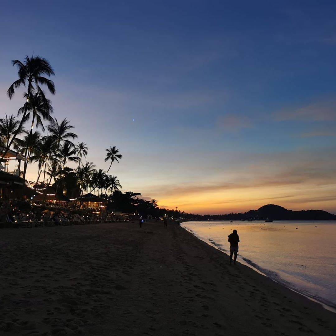Zonsondergang op het strand van Koh Samui