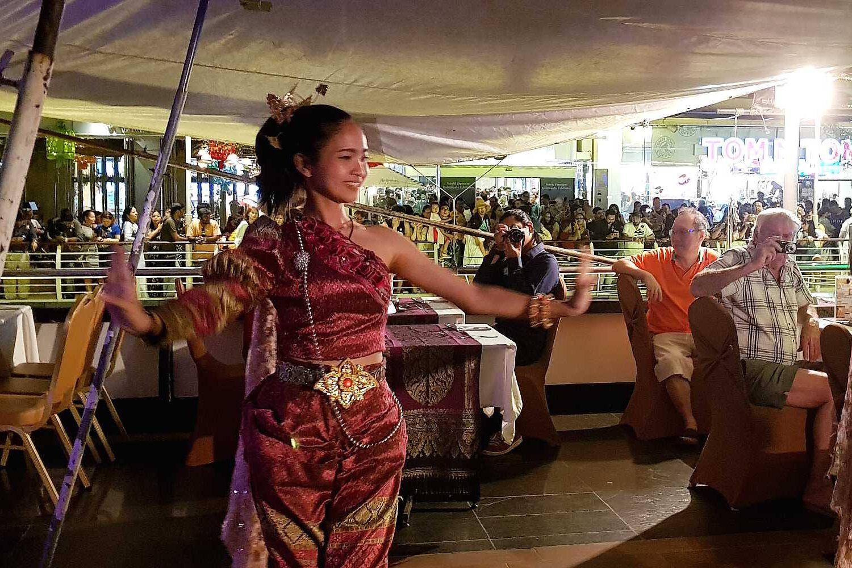 Traditionele Thaise danseres in klederdracht