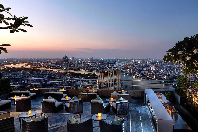 Millennium Hotel. Three Sixty Lounge, sky bar met uitzicht op de rivier