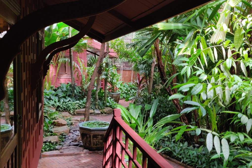 De tuin van het Jim Thompson House & Museum in Bangkok