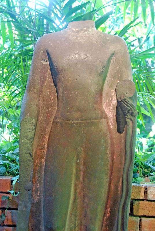 Eeuwenoude voorwerpen in het Jim Thompson House & Museum in Bangkok