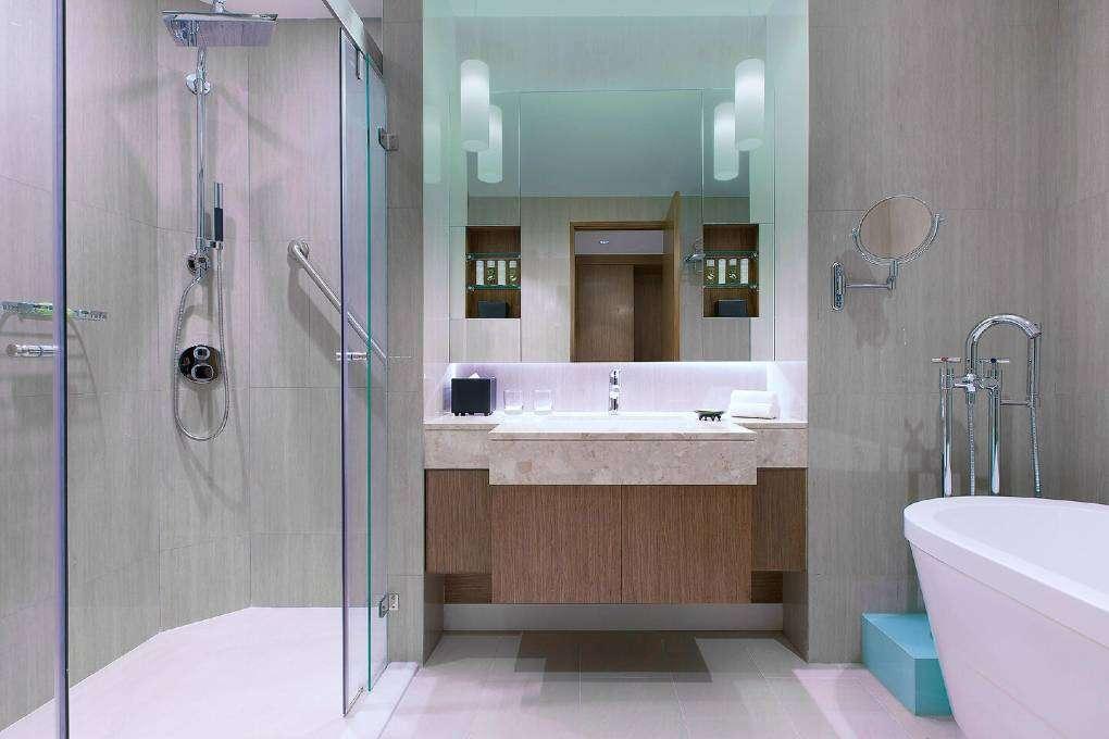 De badkamer van the Breezy Suite van The Westin Grande Sukhumvit in Bangkok