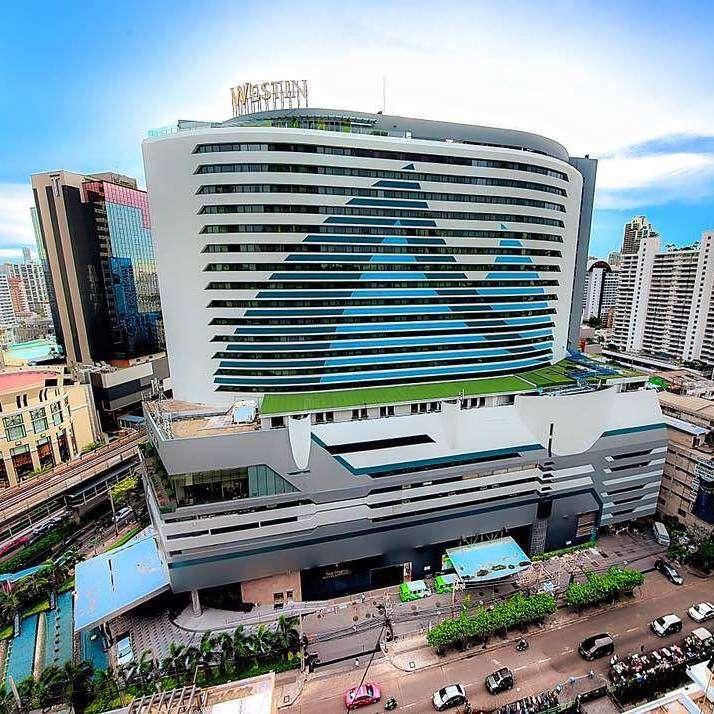 The Westin Grande Sukhumvit wat als een schip lijkt in de wijk Asok van Bangkok