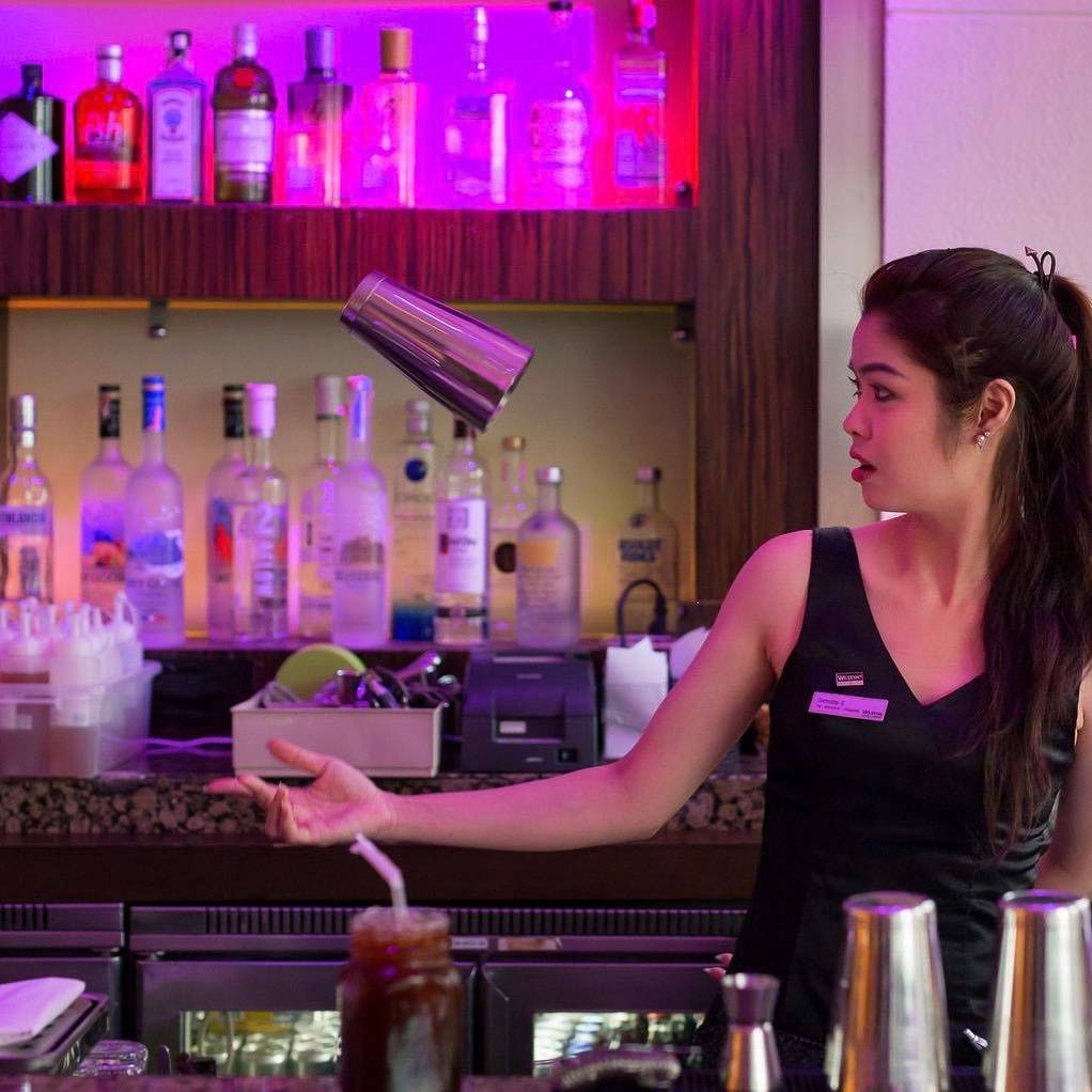 Mixologist in de Zest Bar & Terrace van The Westin Grande Sukhumvit in Bangkok