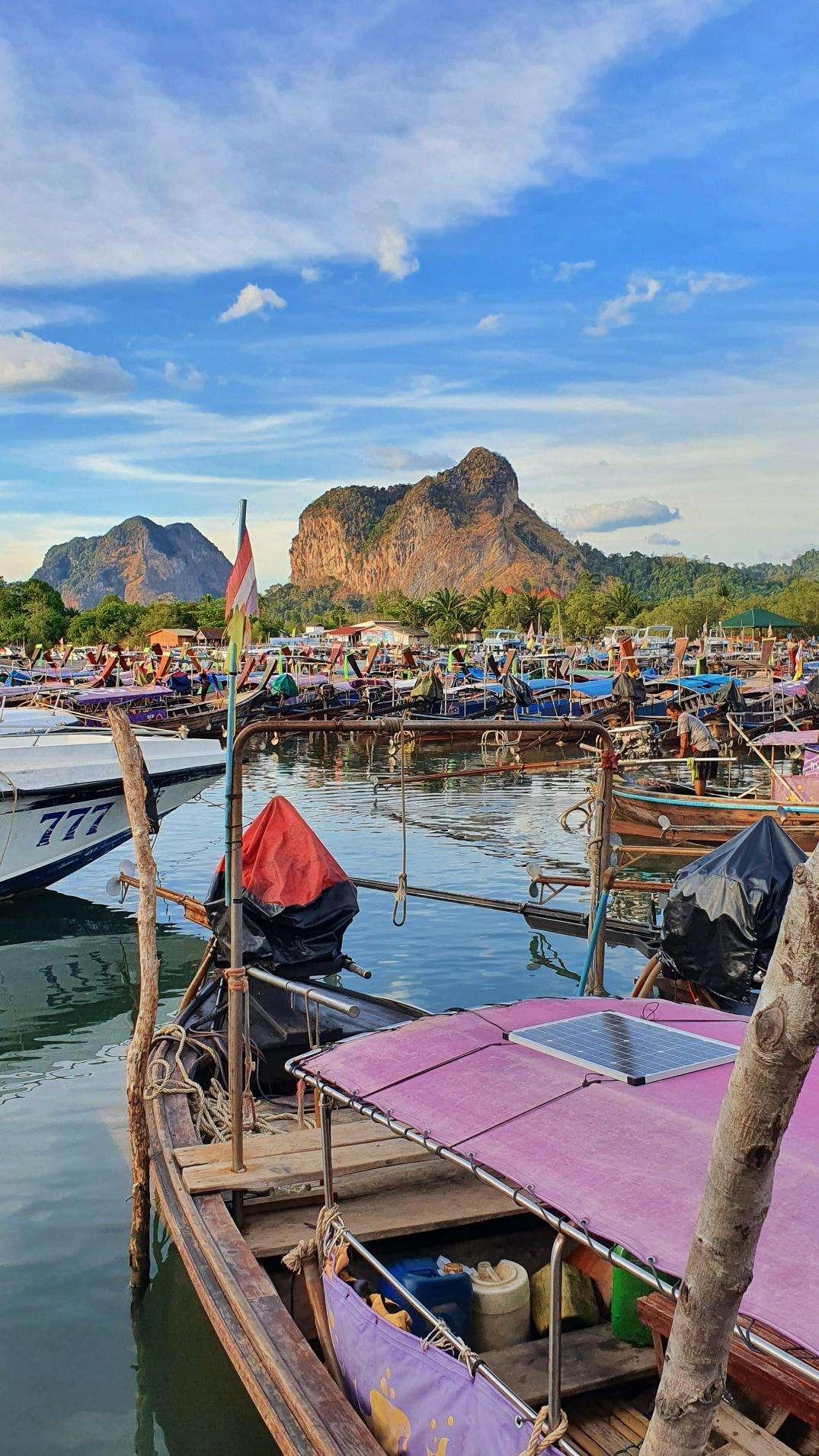 De haven van Ao Nang