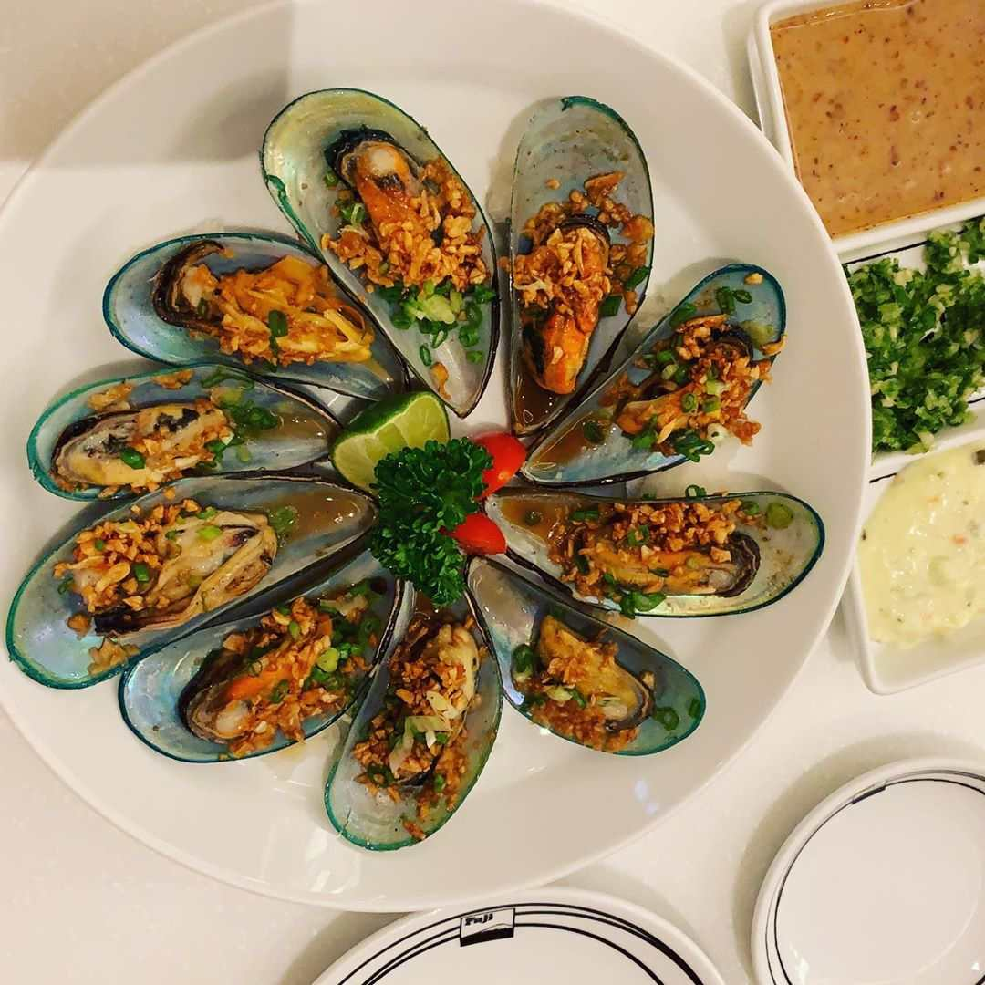Gratinated mussels at Fuji Japanese Restaurant in Siam Paragon, Bangkok