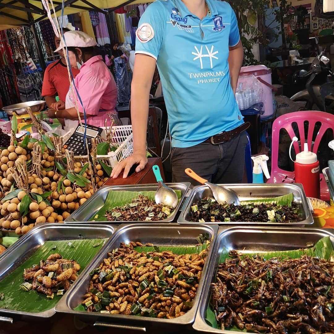 Insecten als snacks bij de Krabi Town Weekend Market