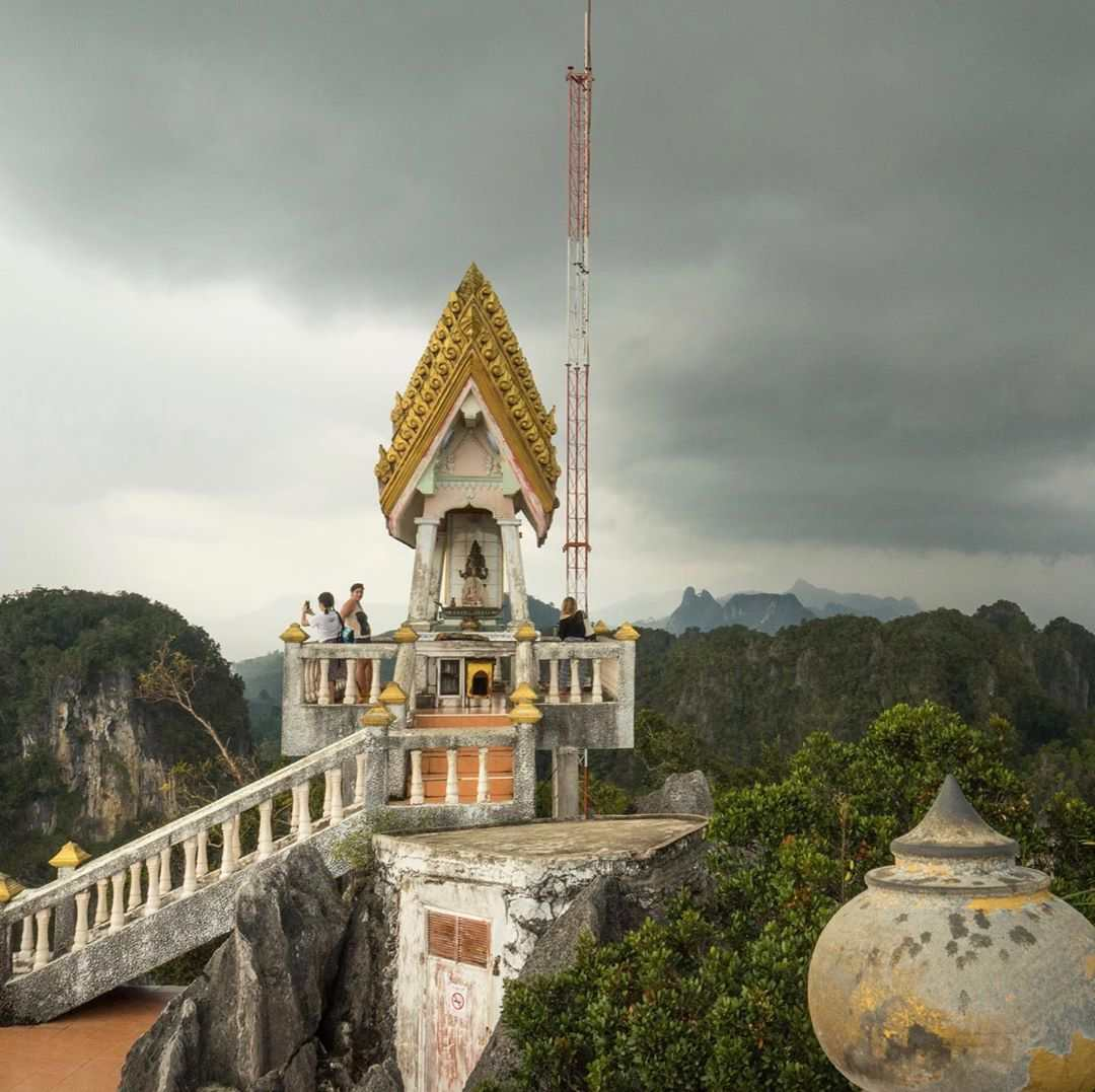 Bovenop de Tiger Cave Temple vlakbij Krabi Town