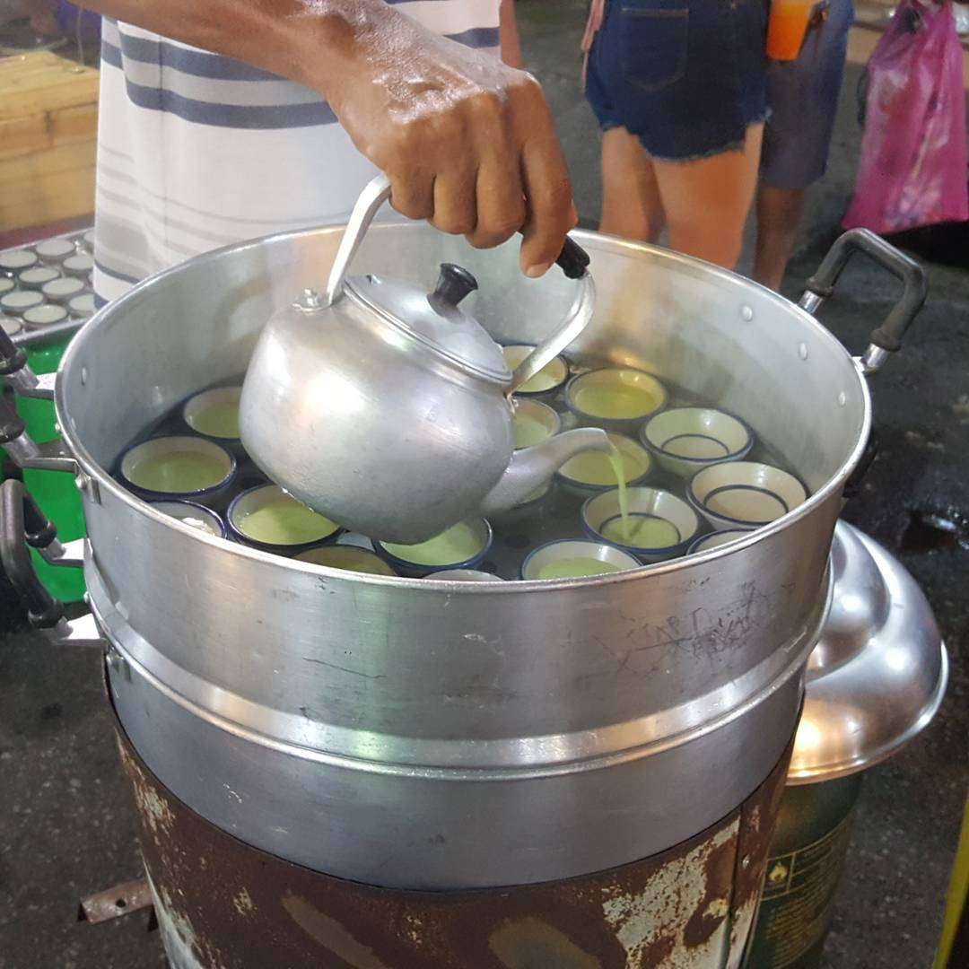 Puddinkjes op de Weekend Market in Krabi Town