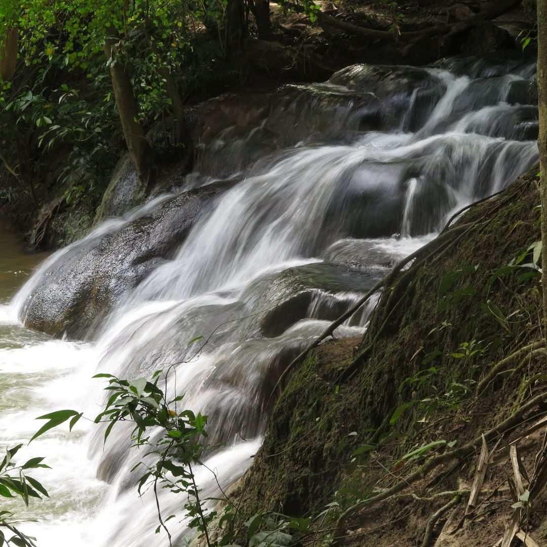 Namtok Ron waterval in de buurt van Krabi Town